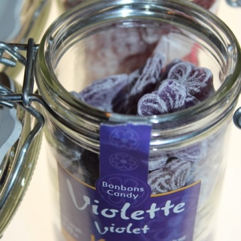 KUBLI VIOLET CANDY IN A GLASS JAR